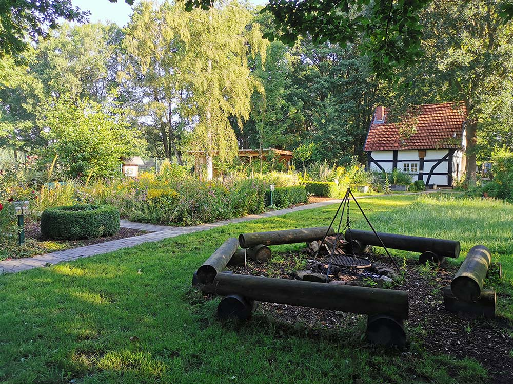 Hängegrill im Garten